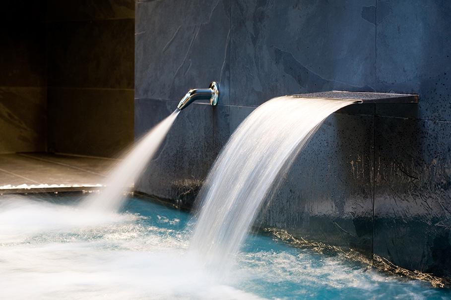 Chorros de agua o2 centro wellness el perchel for Chorros para piscinas